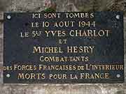 plaque commemorative yves charlot et michel hesry saint-malo